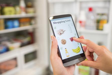 Consommateur connecté - Réfrigérateur intelligent - Smartphone